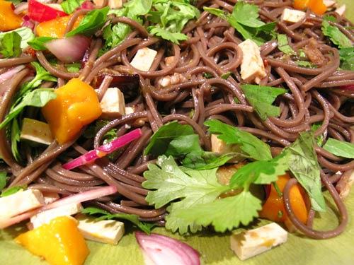 salade-soba-aubergine-mangue-tofu-ottolenghi-03